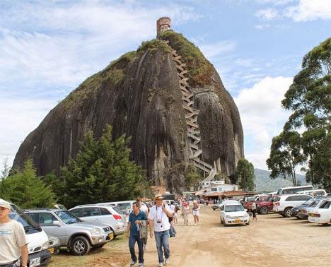 سلالم مخصوصة لصعود صخرة جوتيبا فى كولومبيا