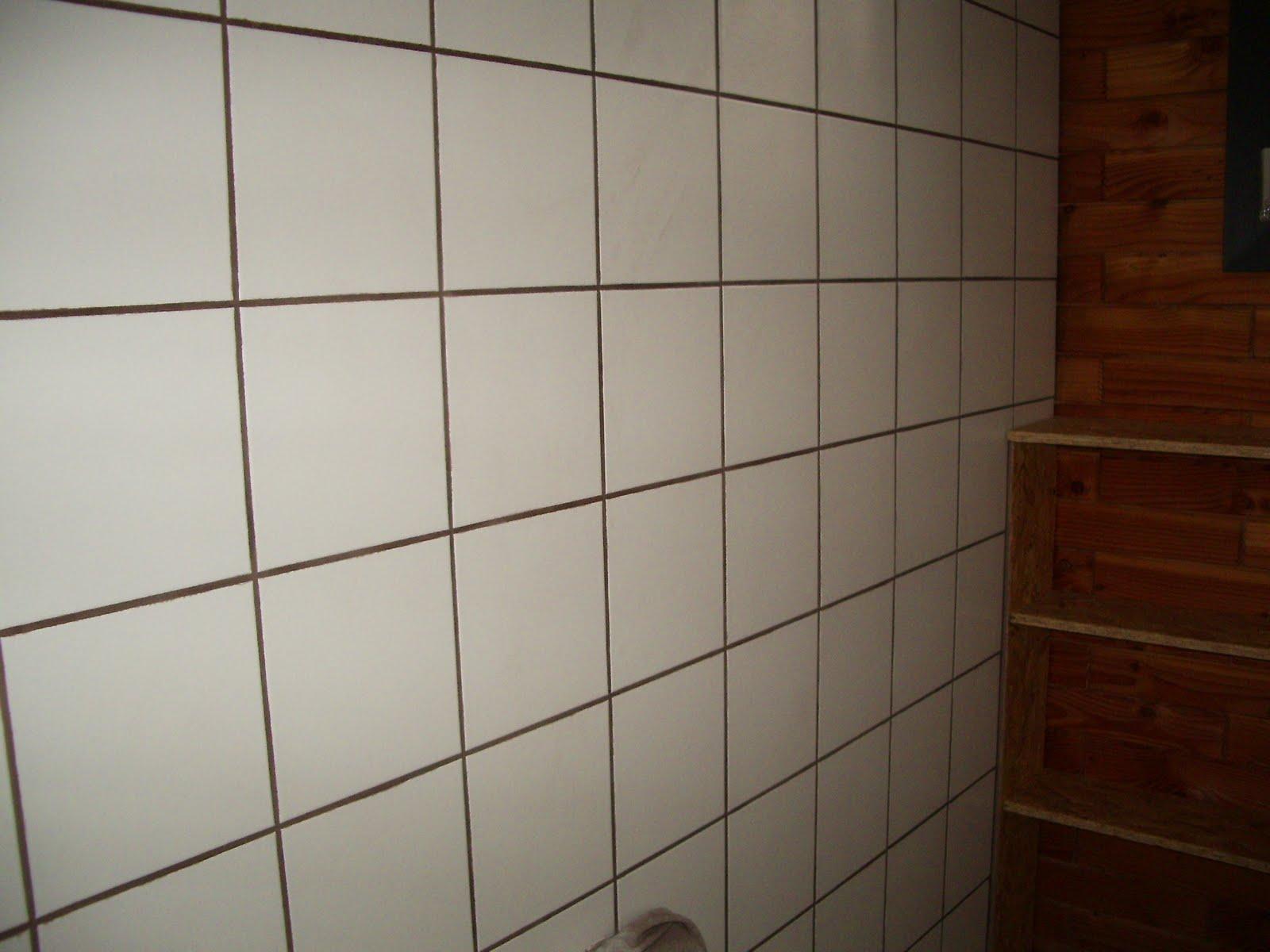 Ma maison en parpaings de bois bvb wc sdb for Carrelage blanc sdb
