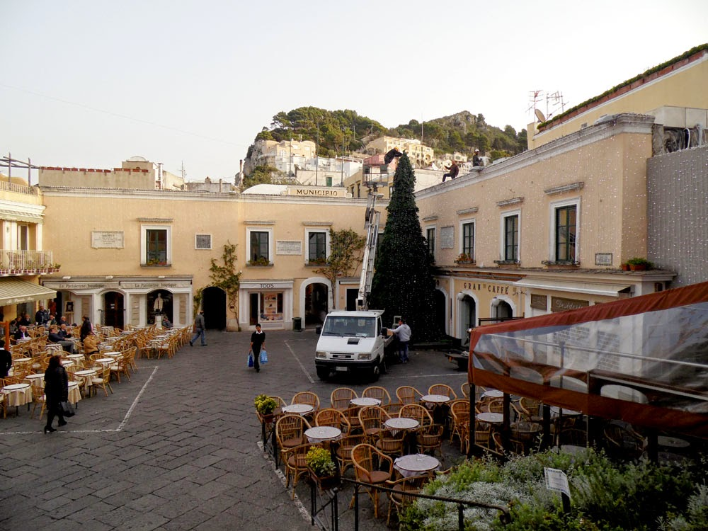 The Piazzetta: photos of Capri by Andie Gilmour