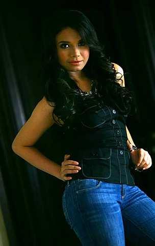 Biodata Profil dan Foto Sri Rossa Roslaina Handiyani Lengkap