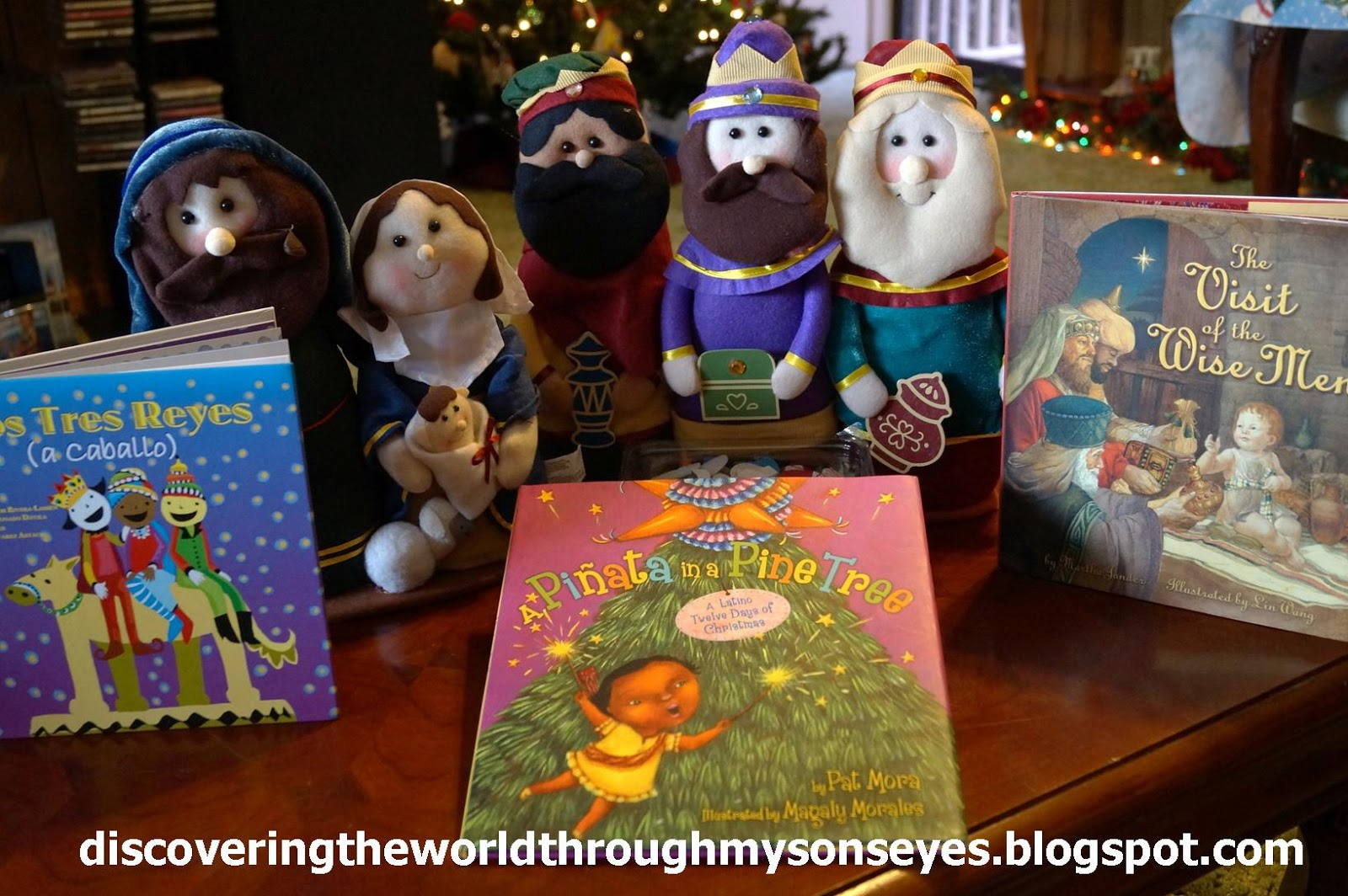Story Time Books Los Tres Reyes A Pinata In Pine Tree And The Visit Of Three Wise Men