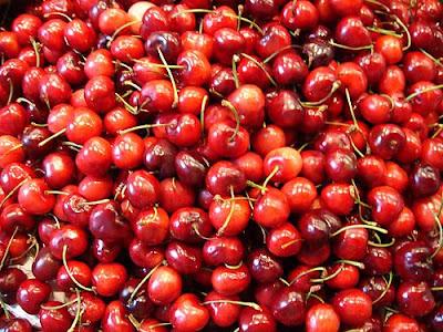 Muchas cerezas rojas