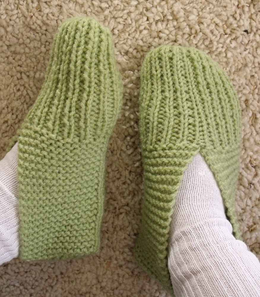 Patterns For Knitting Slippers : KweenBee and Me: How to Knit a Pair of Slippers