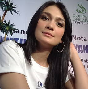 Photo Luna Maya - ARTIS ARTIS INDONESIA