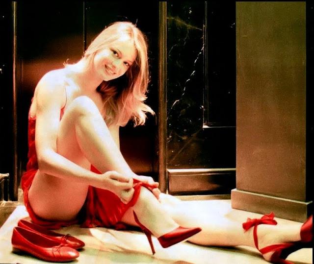 Anna Falchi sexy in all red