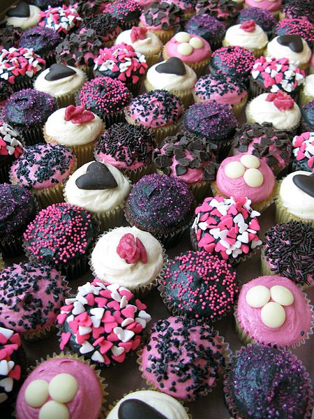CakeChannel.com - World of Cakes: Pink, Black and White Wedding Cupcakes