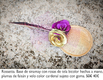 Tocado con rosas de tela bicolor hechas a mano, plumas de faisán y velo color cardenal