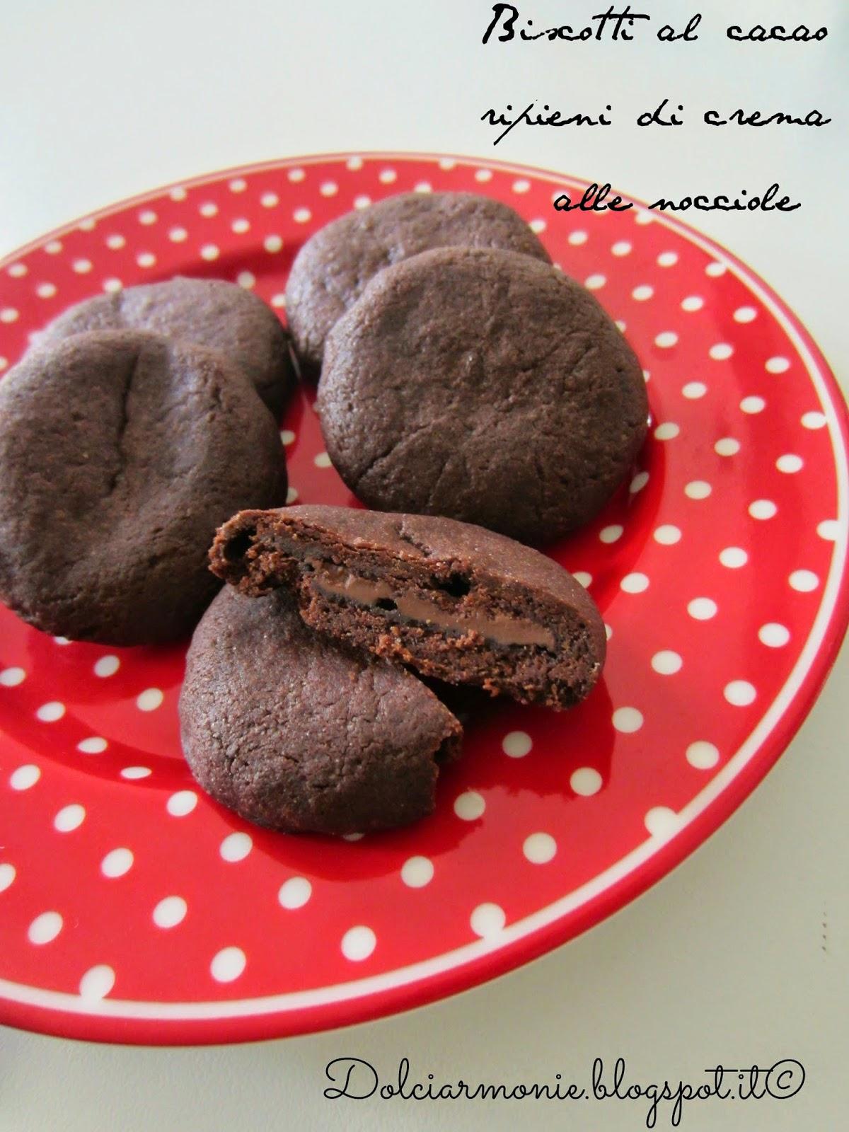 biscotti al cacao ripieni di crema di nocciole e che fameee !!!