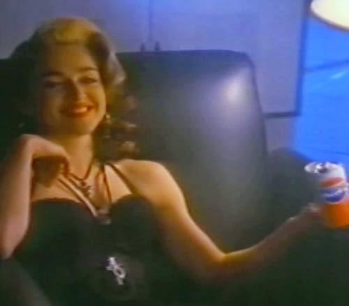 """Propaganda da Madonna para a Pepsi, nos final dos anos 80 com a canção """"Like a Prayer""""."""