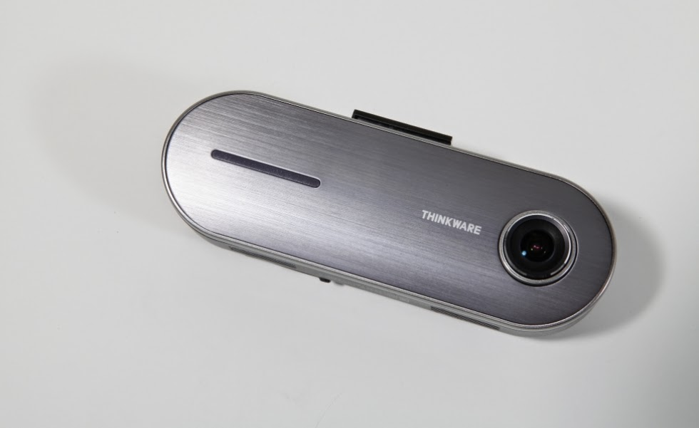 Câmera veicular Thinkware Clair 2 filma seu percurso em HD