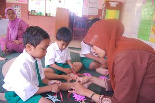 memahami dunia anak-anak | pgtk darunnajah