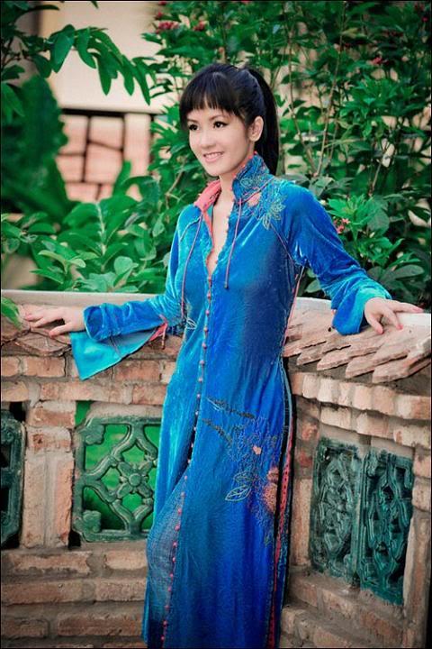 cyber club  beautiful vietnamese singer hong nhung