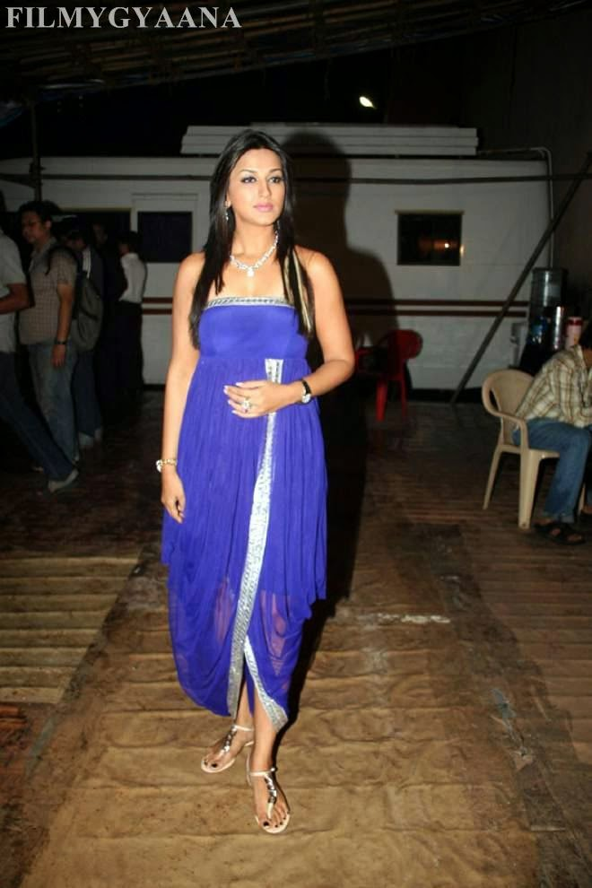 sonali bendre cleavage photos