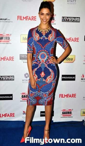 Actress deepika padukone sizzles on red carpet