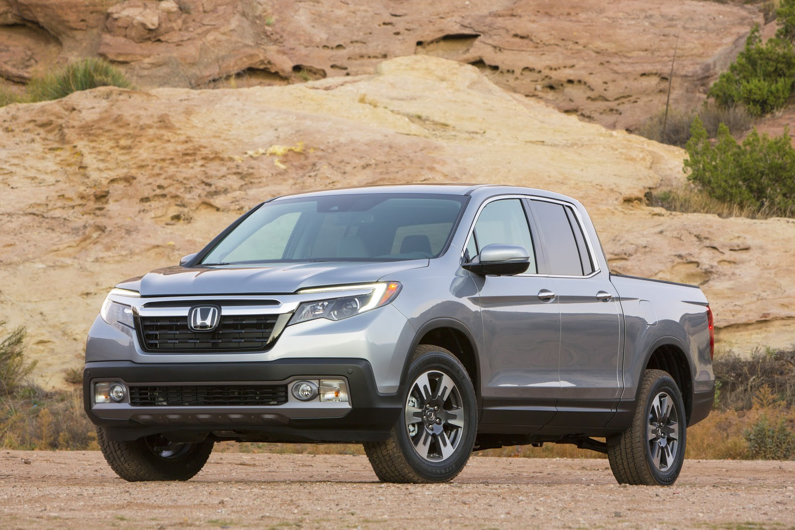 ridgeline  hondas  soft pickup truck updated gallery carscoops