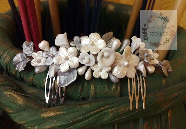 tocado para novia realizado en porcelana fría pintada en dos tonos de blanco y plata, con hojas, flores y pistilos