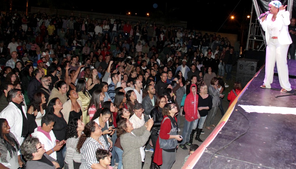 A festa contou com diversos shows, entre eles, o da cantora Sandra de Sá