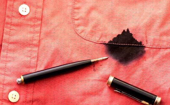 Cara Menghilangkan Noda Tinta di Baju dengan Cepat