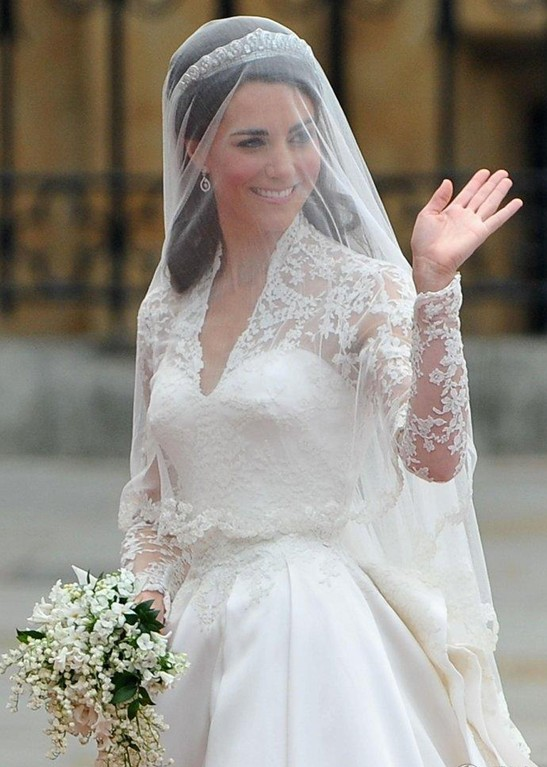 Trendy guesses kate middleton 39 s royal wedding for Princess catherine wedding dress