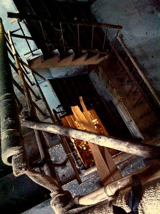 三州園ホテルの階段