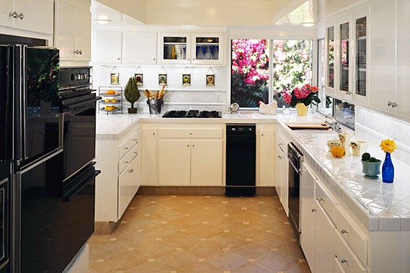 Kitchen decor kitchen remodel on a budget for Small kitchen remodels on a budget