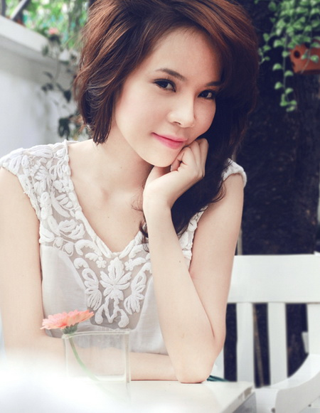 Vietnamese Model  Ngoc Bich in the flower garden