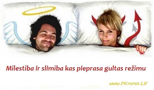 vīrietis un sieviete gultā
