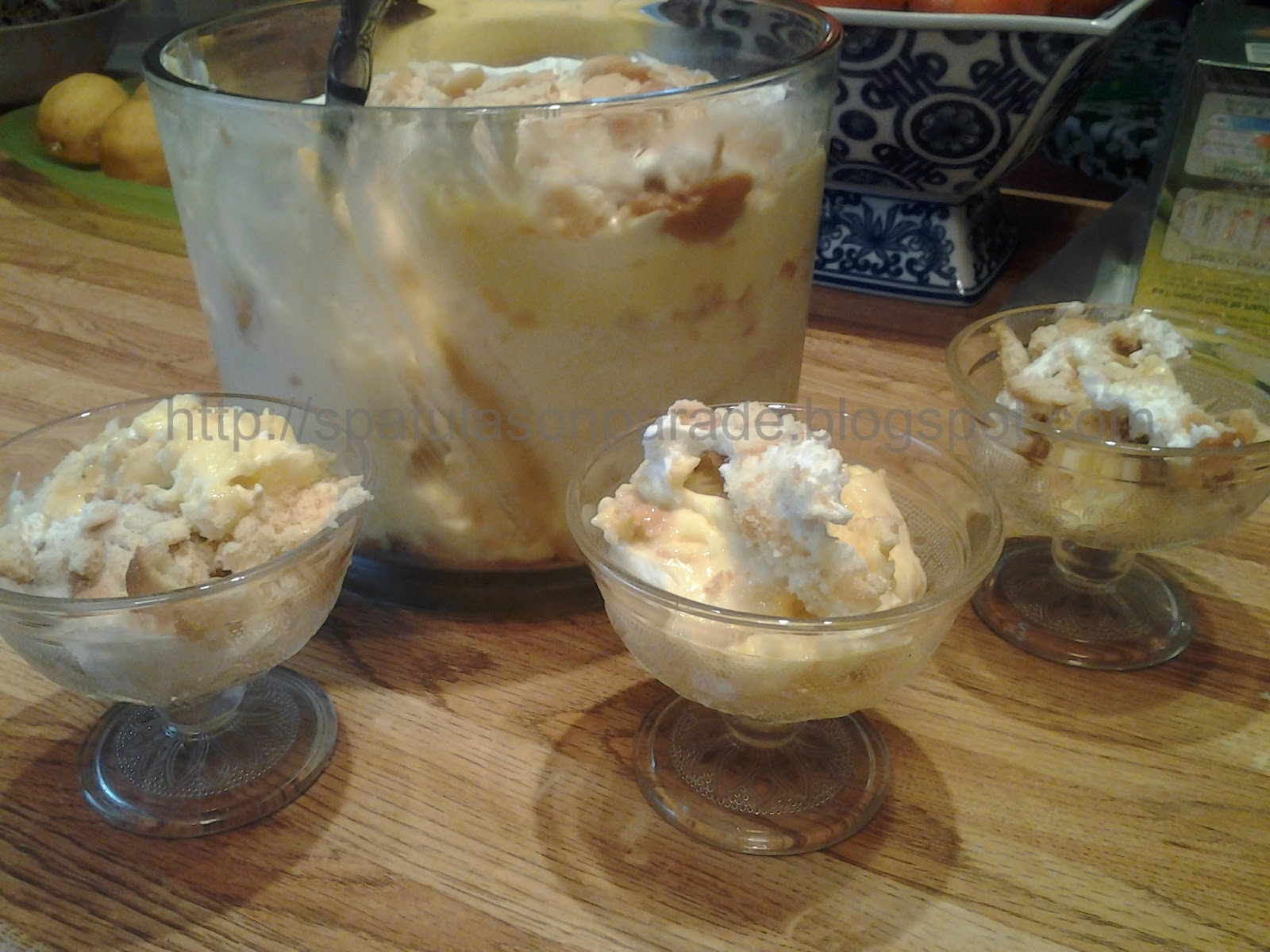 Spatulas On Parade: White Chocolate Caramel Banana Pudding