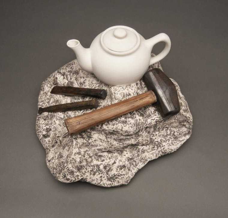 13-Rock-Carving-Teapot-Victor-Spinski-Clay-Sculptures-replicating-objects-from-Daily-Life-www-designstack-co