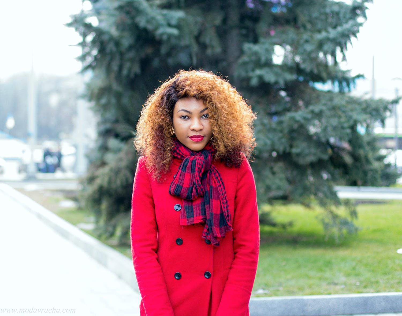 Personal style blogger Modavracha, Red coat, Big hair, Tartan scarf