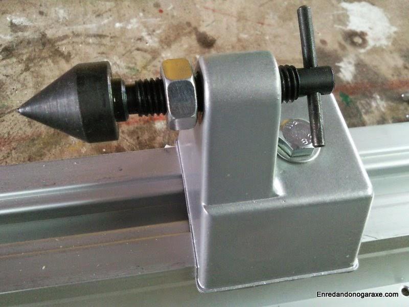 Cabezal móvil y contrapunto con forma de trompo. Enredandonogaraxe.com