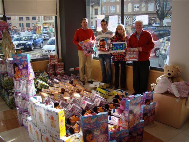 Algunos de los regalos donados por Rotary Club par aREyes MAgos