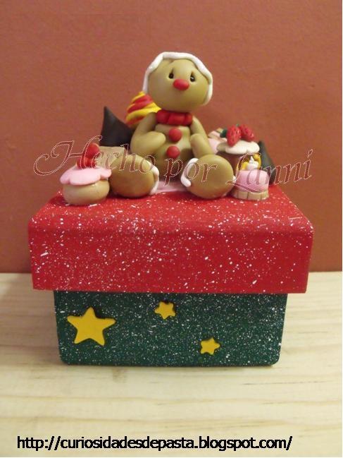 de pan de jengibre y pastelillos elaborados en pasta flexible caja