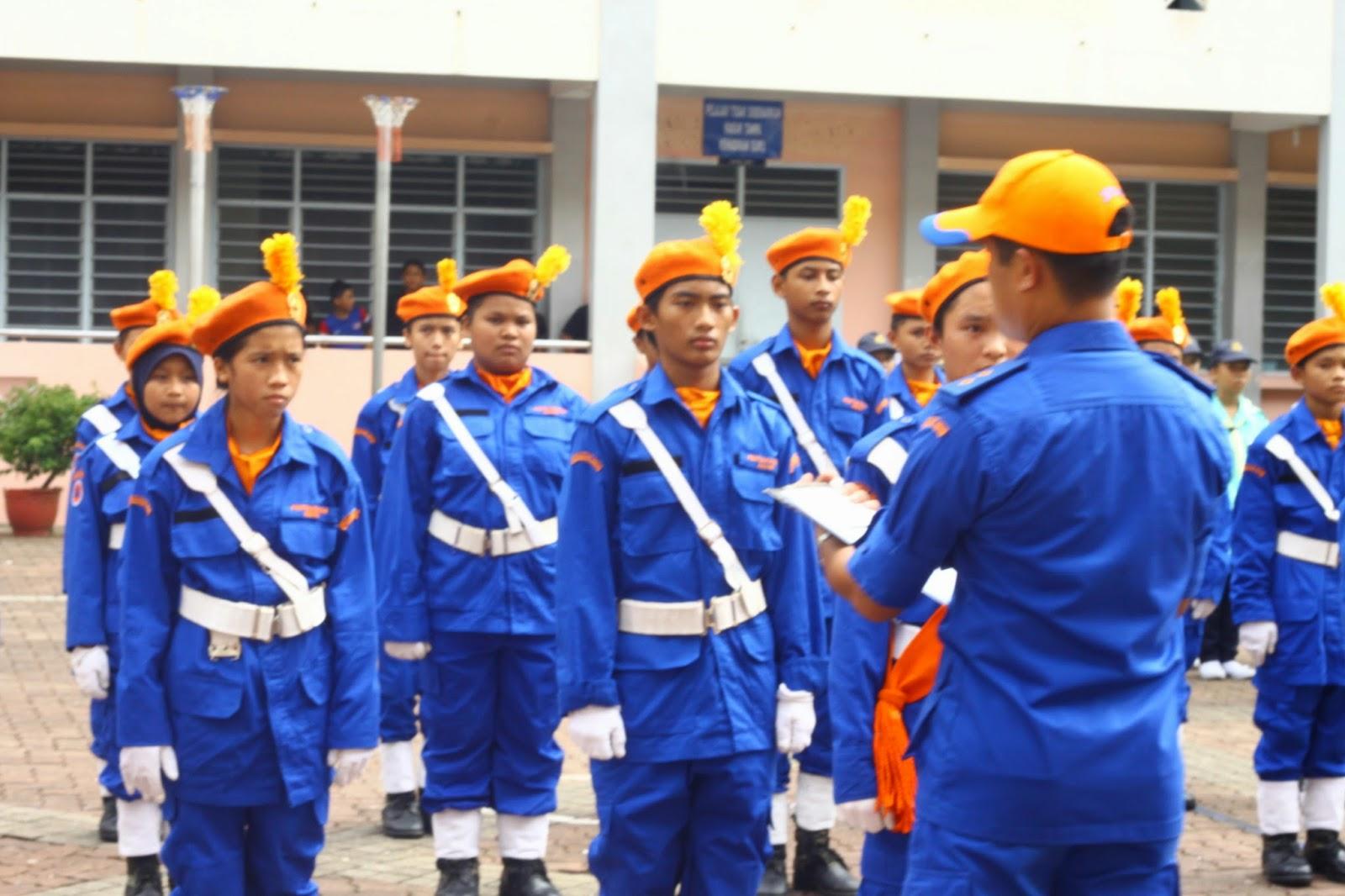 Pasukan KAPA dinilai oleh juri dalam Pertandingan Kawad Kaki