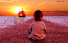 Στις παιδικές τις θάλασσες με τα χρωματιστά  όνειρα που όσο μεγαλώνεις γίνονται ασπρόμαυρα.