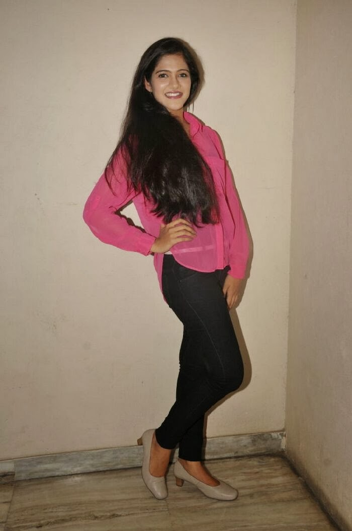 Simran choudhary photo gallery in black jeans at hum tum movie teaser launch