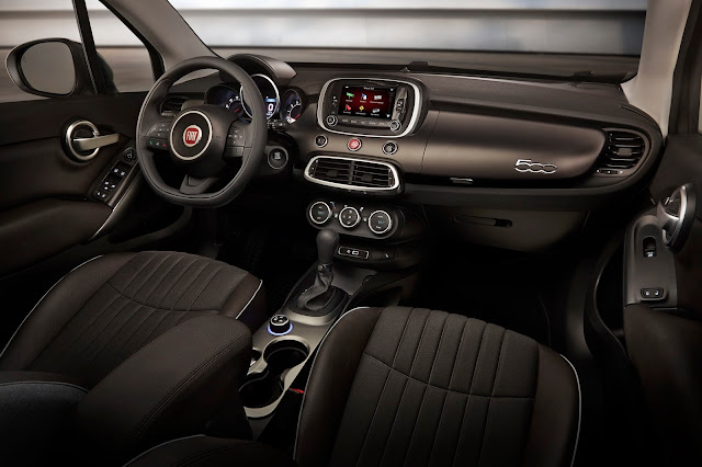 Interior view of 2016 Fiat 500X