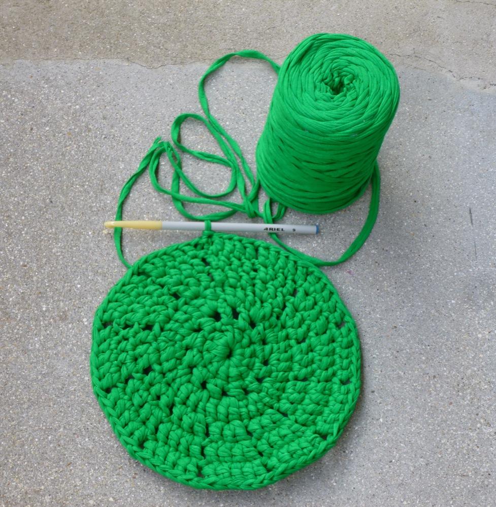 malou perlin et pinpin tapis vert en trapilho. Black Bedroom Furniture Sets. Home Design Ideas