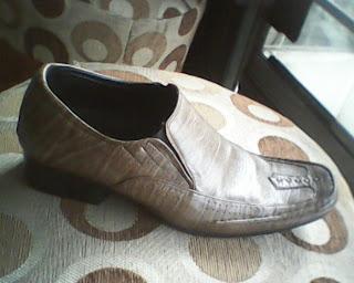sepatu aigner yang dilihat dari sisi kanan
