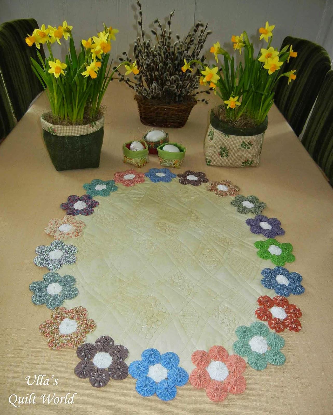 Applique designs for tablecloth - Yoyo Table Cloth Quilt