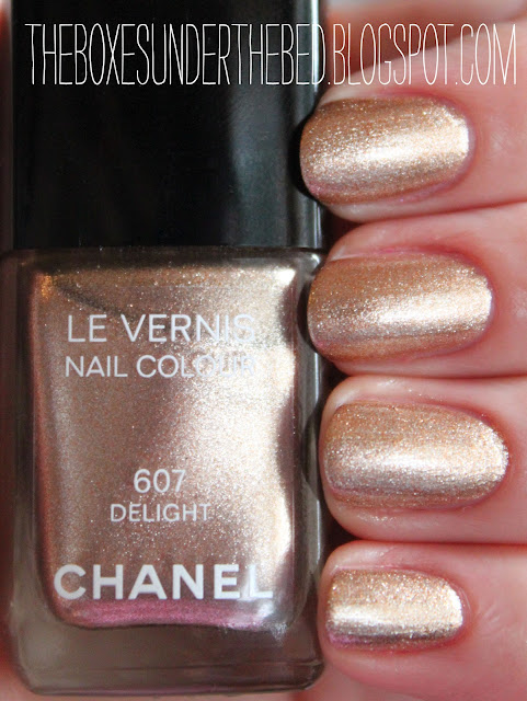 Chanel Delight Le Vernis Nail polish swatch