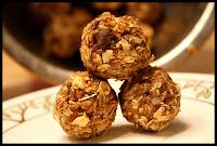 http://foodiefelisha.blogspot.com/2012/09/no-bake-amaze-balls-or-bites.html