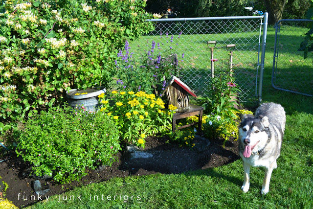 after / How to edge flowerbeds like a pro! via FunkyJunkInteriors.net