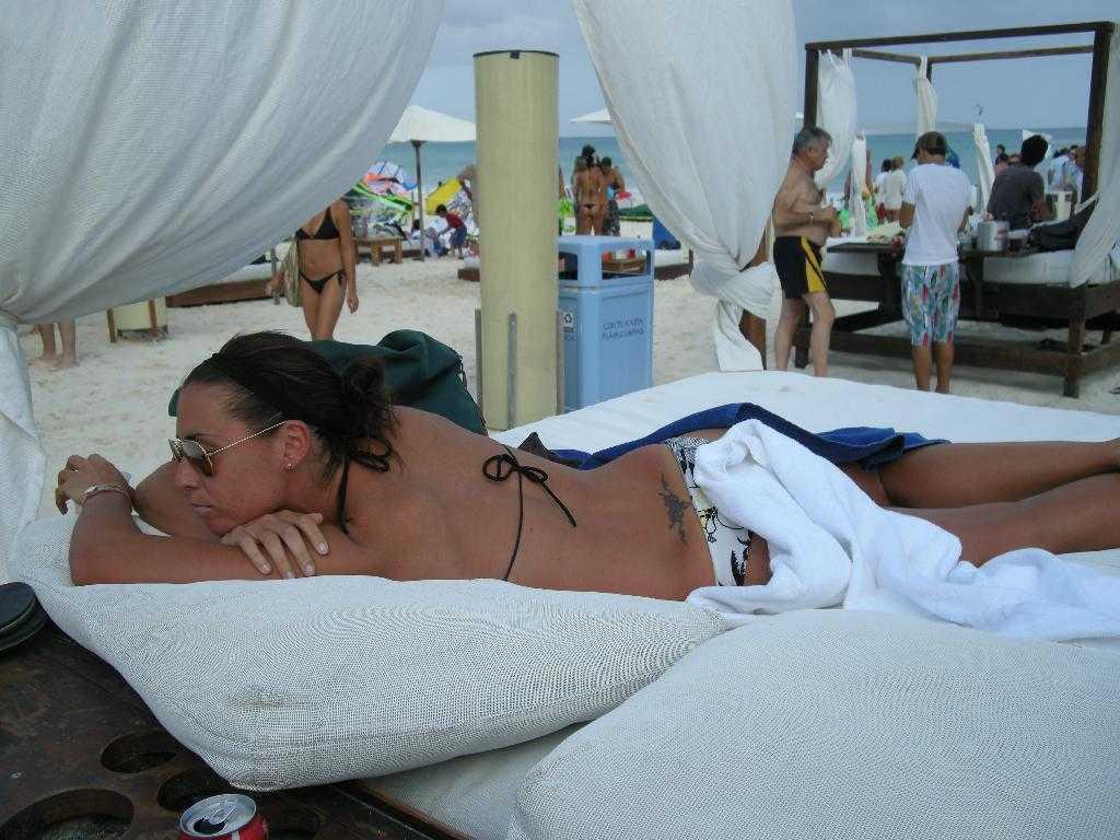 http://3.bp.blogspot.com/-8Gl96KuRexE/T17GFeI4n7I/AAAAAAABFLc/JAI0A0jYhgM/s1600/Flavia+Pennetta+Bikini.jpg