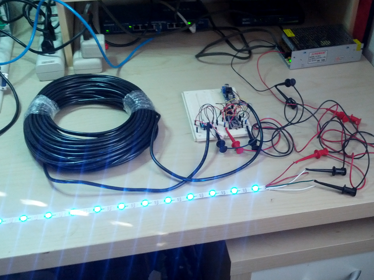 Teknynja: Driving WS2812/NeoPixels RGB LEDS over CAT5 Ethernet Cable
