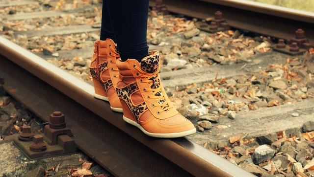 Sepatu Bertali Dan Santai