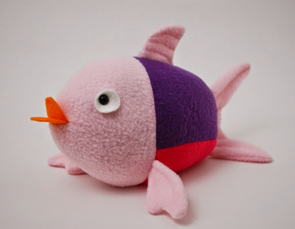 http://whileshenaps.com/2014/06/penny-the-fish-a-free-pattern.html
