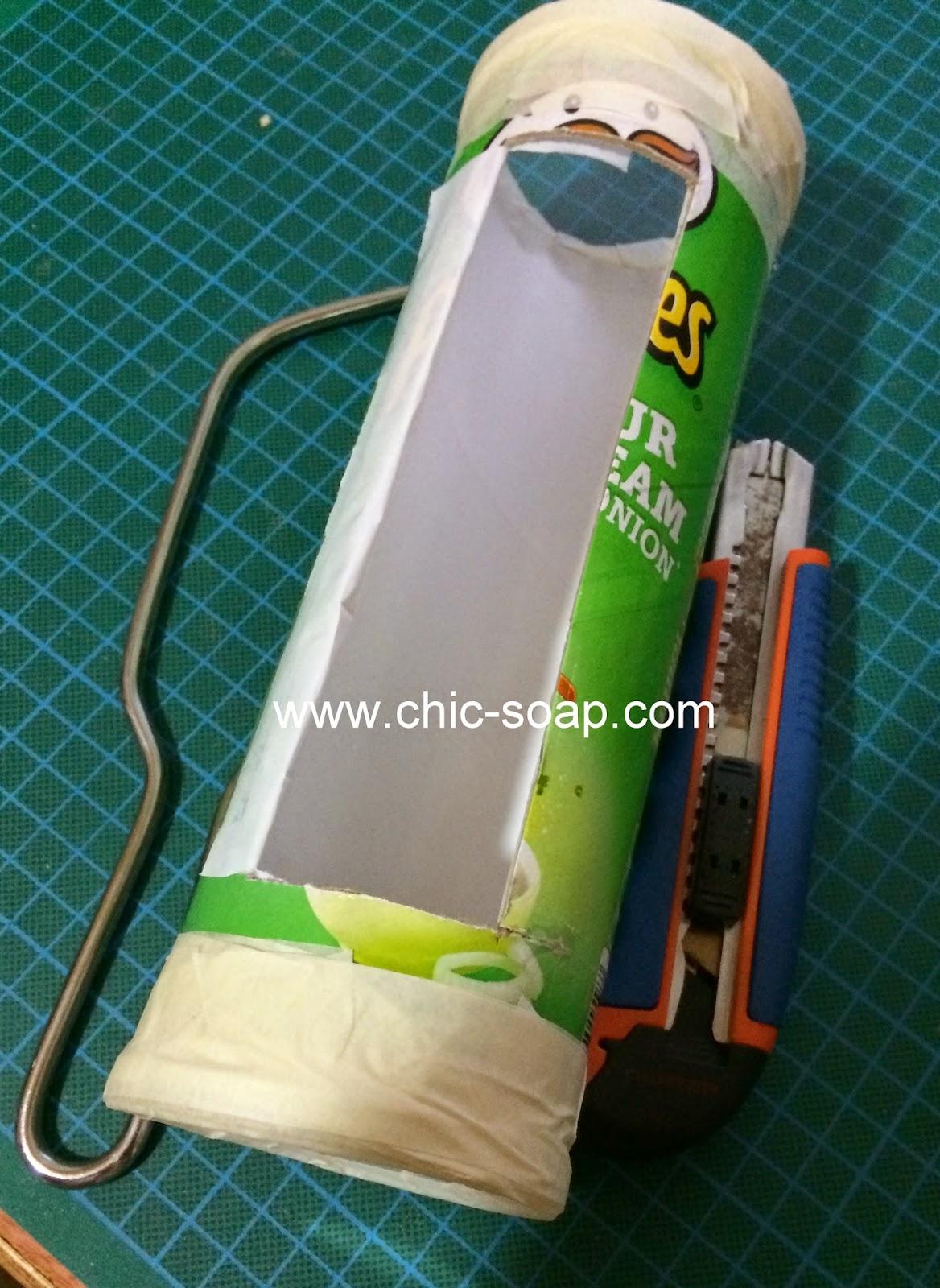 Tubo de Pringles adaptado a molde para hacer jabón horizontal