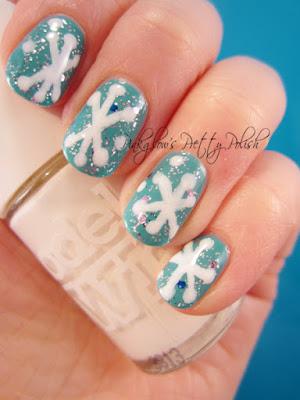 Christmas-nail-art-snowflakes.jpg