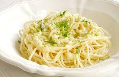 Espaguete light com molho de limão
